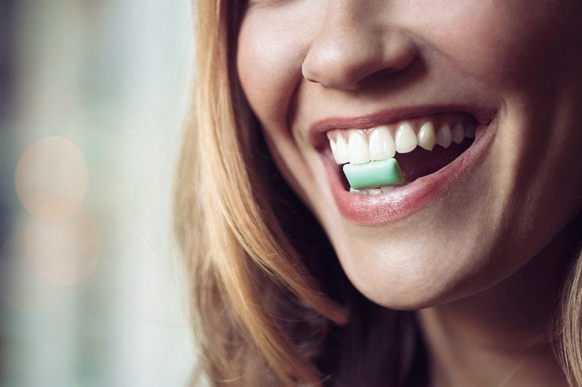 жевачка для зубов польза и вред